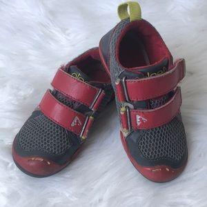 Plea shoes
